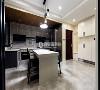 餐厨装修:开放式餐厨设计,让原本寻常的入户空间变得十分大气,爵士白的台面与原木材质的吊顶相得益彰,时尚与惬意兼具。