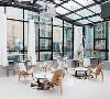极简桌椅&撞色圆形地毯的经典搭配 恰到好处的干花装饰,文艺清新感扑面而来