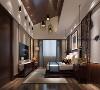 深色的地板,木质的吊顶带有一种微妙的粗糙感,与米色的墙面共筑素净雅致的空间氛围。使得空间气质在承袭了整体的风雅古意之外,凸显主人家的贵气与骄矜。