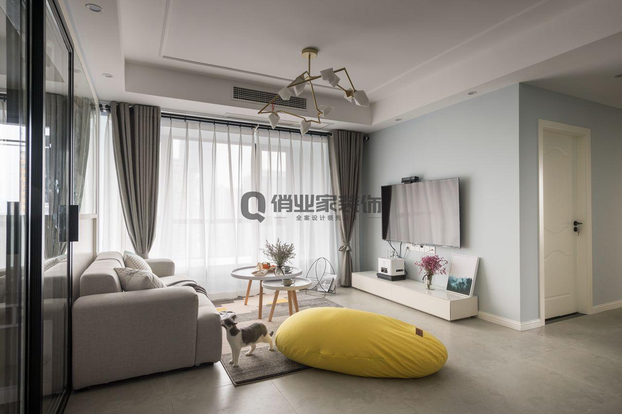 客厅图片来自俏业家装饰在煌华晶萃城北欧风格装修实景案例的分享
