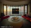 美景无价 俞佳宏设计师认为真正的奢华来自无价的美景,将最美的视野留给客厅的沙发,在家也能享受比拟渡假的顶级视角。