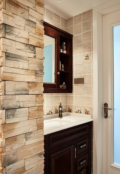卫生间图片来自家装大管家在84平简约美式两居 前卫又大气的分享