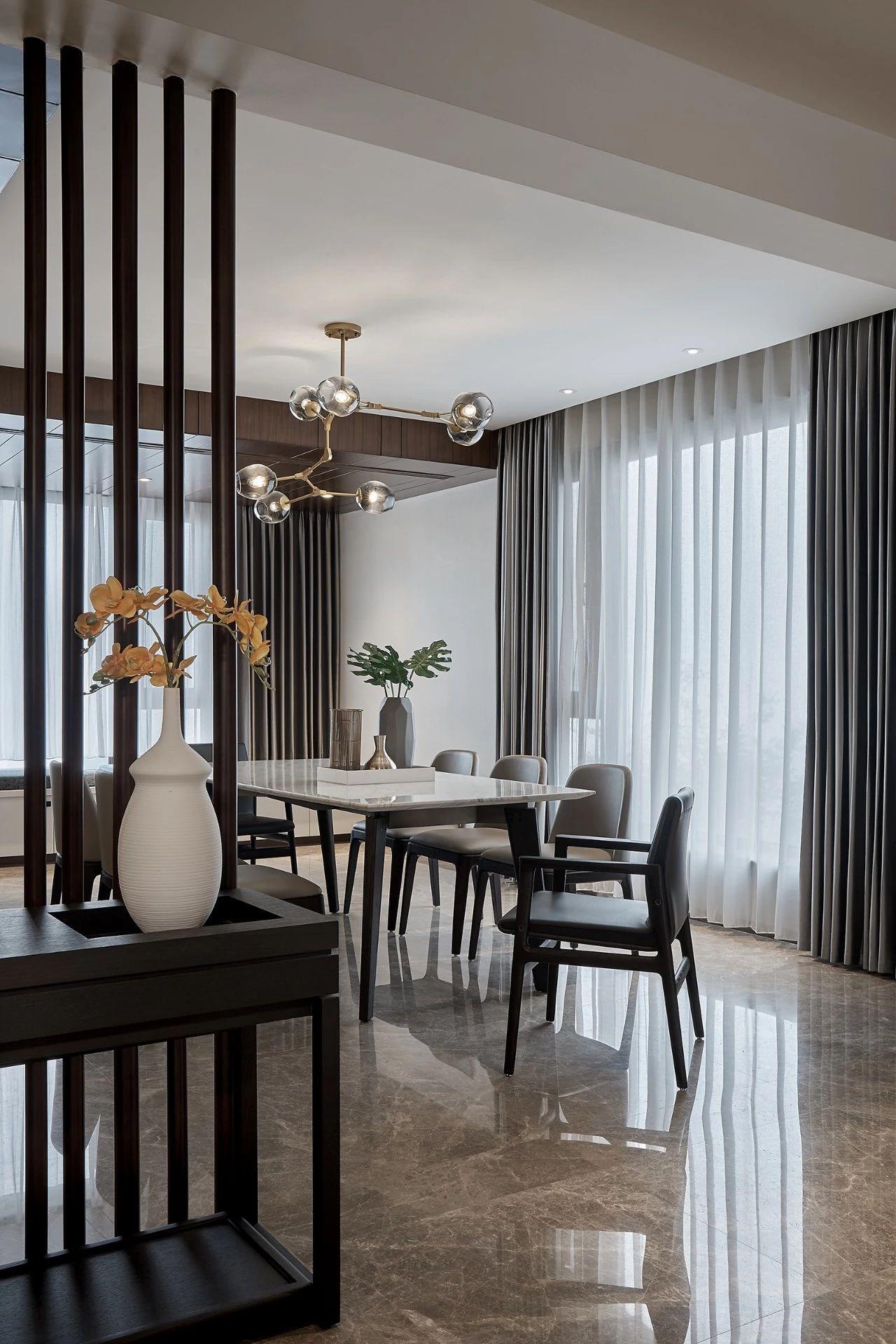 餐厅图片来自鹏友百年装饰在现代风私宅设计的分享