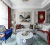恰到好处的那一抹红 亮点了整个空间. 热烈而动感 丝绒 水晶 金属的质感 可以看到整个氛围都代表了屋主的生活态度 优雅 精致 追求生活细节品质.