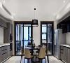 客厅一侧还规划为开放式西厨与餐厅区域,以圆形餐桌为中心,两边橱柜收纳大型厨电