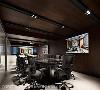 会议室 以人文色调的木皮语汇,释放沉稳气质;妥善规划投影机、2台电视、八爪鱼视听通话设备,打造利于简报、多点视听会议的机能空间。