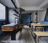 设计层次感 从书桌出发,下方木作电视柜和铁片书架一路延伸至电视墙,切面造型增加置物空间,而线条的延伸则丰富了主墙的层次。