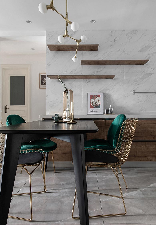 餐厅图片来自家装大管家在89平休闲法式空间 崇尚冲突之美的分享