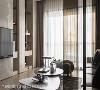 光线充盈 使用茶玻格栅以象征式的空间界定手法,让落地窗外的天光无阻碍地步入室内中段,维系空间的穿透明亮。