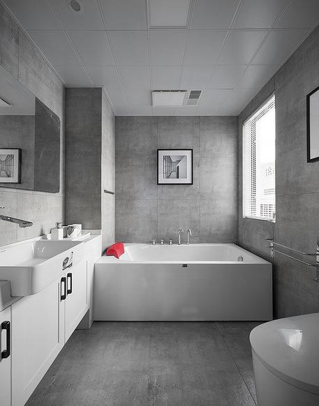 卫生间图片来自家装大管家在化繁为简 96平现代主义浪漫两居的分享