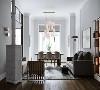 客厅整体用色与线条都透出沉稳与大气 灰色地毯搭配现代家具 茶几、边桌、落地灯与挂画 则在稳重的空间里做轻盈点缀