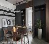 餐桌风景 餐厅与客厅相毗连的开放式平面虽常见于当代住家的格局配置,但本案餐厅更像是住家的核心枢纽。