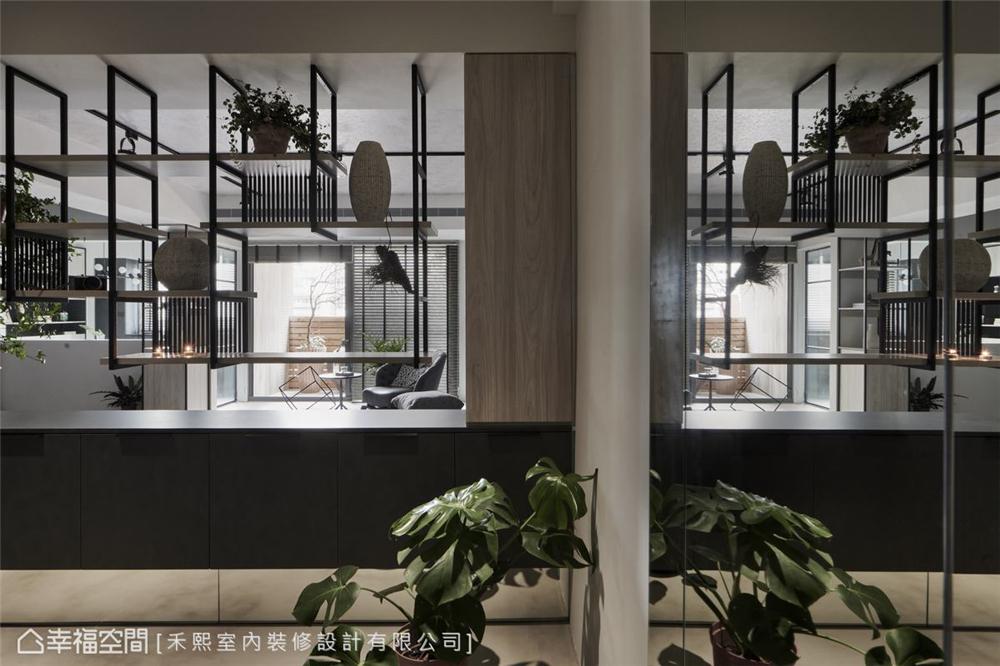 装修设计 装修完成 混搭风 标准格局 玄关图片来自幸福空间在102平,水泥灰韵间,漫染简美的分享