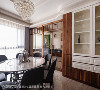 用餐区 屋主心仪的木头元素为用餐空间带出温馨感受,并运用拉门达到穿透延伸的视觉感受。