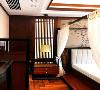 万科观承装修|300平新中式风格十分追求空间的层次感,在一些地方需要做出隔断来分隔各个功能性空间,一般采用垭口、博古架、屏风、窗棂等隔绝视线,体现出中式家居的层次美感,更特显了温馨舒适的居家环境。