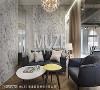 VIP室 以镜面、大理石纹及金属线条演绎出俐落与格调的双重美感,结合精选家具和灯具,呈现企业形象与氛围。