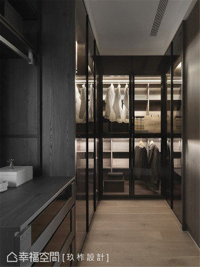 装修设计 装修完成 现代风格 衣帽间图片来自幸福空间在149平, 现代简约宁静私宅的分享