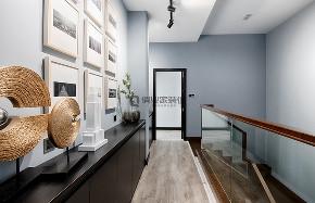 简约 现代 黑白灰 跃层 楼梯图片来自俏业家装饰在龙湖春森彼岸现代黑白灰实景案例的分享