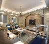 客厅以素色微晶砖饰面,点缀黑镜和暗纹墙纸,空间给人以大气奢华之感。