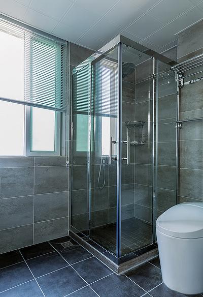 卫生间图片来自家装大管家在舒适的家 78平简约现代时尚空间的分享