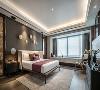 主卧无主灯设计,而是将灯光收纳于吊顶内,使室内显得更为柔和安适。