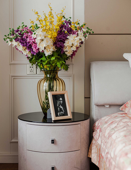 卧室图片来自家装大管家在110平简约美式3居 让宁静不低调的分享