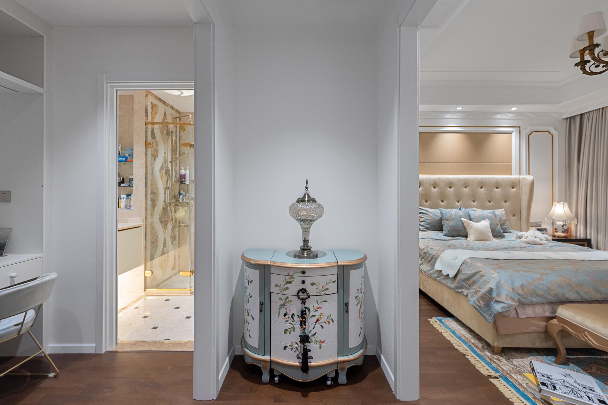 简约 欧式 混搭 别墅 收纳 80后 小资 卧室图片来自林上淮·圣奇凯尚装饰在爱家有故事·轻奢新贵的分享