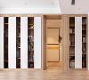 舍弃了传统的客厅布局,用整片的半开半合的橱柜代替传统的电视背景墙,方便收纳图书,培养孩子的阅读习惯。