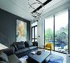 放弃使用传统手法的窗帘盒及窗帘的做法,画面更纯净,使得室内空间与室外庭院的美景更能无缝对接