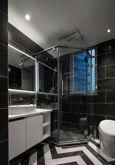 卫生间图片来自家装大管家在时尚年轻 118平黑白现代简约3居的分享