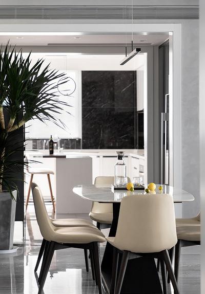 餐厅图片来自家装大管家在时尚年轻 118平黑白现代简约3居的分享