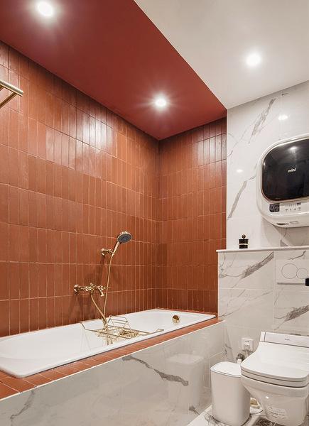 卫生间图片来自家装大管家在色彩明艳 105平现代简约时尚3居的分享