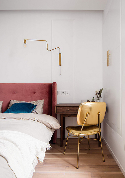 卧室图片来自家装大管家在色彩明艳 105平现代简约时尚3居的分享
