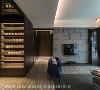 优雅品味 空间大量运用深色系木材质与家具,希望透过优雅沉着调性,砌筑出屋主非凡的品味。