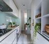 生气盎然 厨房所有柜体采用白色系减少大量收纳柜体的压迫感,加上以烤漆玻璃与绿色盆栽点缀,营造出一股生气盎然气息。