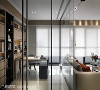 设计的整体性 全盘了解屋主的使用需求后将收纳柜格式、办公桌面、插座等等收拢于墙面,连同恼人的电线也一并收拢,诠释设计的整体性。