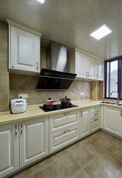 厨房图片来自家装大管家在110平美式温馨3居 颜值实用齐全的分享