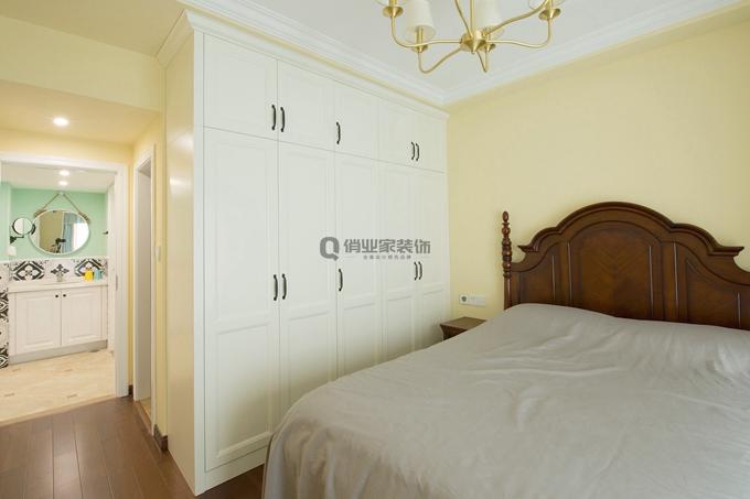 美式风格 简约 温馨 卧室图片来自俏业家装饰在重庆融创春晖十里四房简美风格的分享