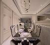 天花板的灯具 设置可由APP控制的灯具,让用餐的同时也能享受空间乐趣。