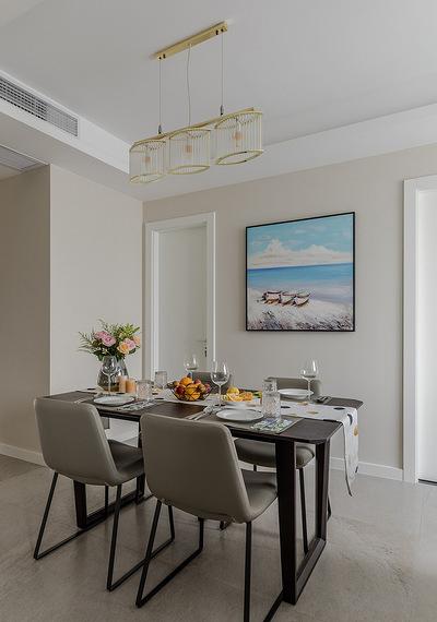 餐厅图片来自家装大管家在145平现代舒适3居 低调奢华世界的分享