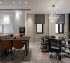 餐厅厨房部分为家庭的重点区域,设计师通过利用北阳台改造成中厨、后厨餐厅与客厅的台阶,扩大餐厅区,原厨房间改为开放的西厨区。
