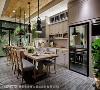 浓情食光 擅烹饪的女主人与热爱咖啡的男主人,餐厨空间是两人最重视的空间,开放式的餐厨空间设计,让喜爱相伴做家事的屋主夫妻可以在这空间享受浪漫浓情食光。