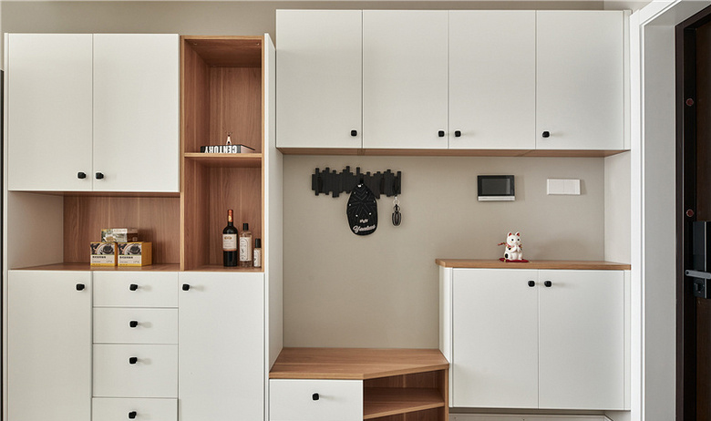 玄关图片来自家装大管家在91平北欧舒适居 简洁大方又耐看的分享