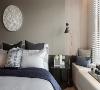 氛围转换 窗边卧榻延续客厅的内敛生活感,透过墙面材质与线性设计的变化,自然地流露柔美而安适的睡眠气氛。