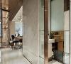 独立客浴 揉合了镀钛、玻璃、石材等异材质,延续俐落的分割线条堆砌出客浴的精品质感,在缜密的细节处理与比例搭配下建构出雅致的生活态度。
