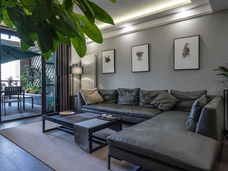 80后 现代简约 沙发 客厅图片来自重庆东易日盛装饰在寰宇天下138㎡现代轻奢设计的分享