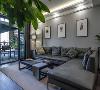 客厅整体的色彩定位在灰色,为了避免看上去单调,所以在室内空间布置了许多绿植,同时运用多种装饰灯来增强设计感,整个空间顿时显得时尚了许多。