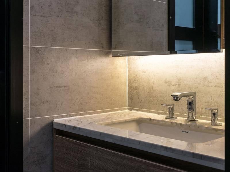 80后 现代简约 浴室 卫生间图片来自重庆东易日盛装饰在寰宇天下138㎡现代轻奢设计的分享