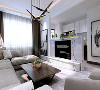 嵌入式电视柜,灰色亚麻沙发,棕色木质茶几,设计感十足的装饰营造简约的空间,充实的生活。各元素之间相互配合,小格调跃然而出。