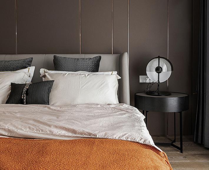 卧室图片来自家装大管家在特立独行 109平现代时尚大气3居的分享